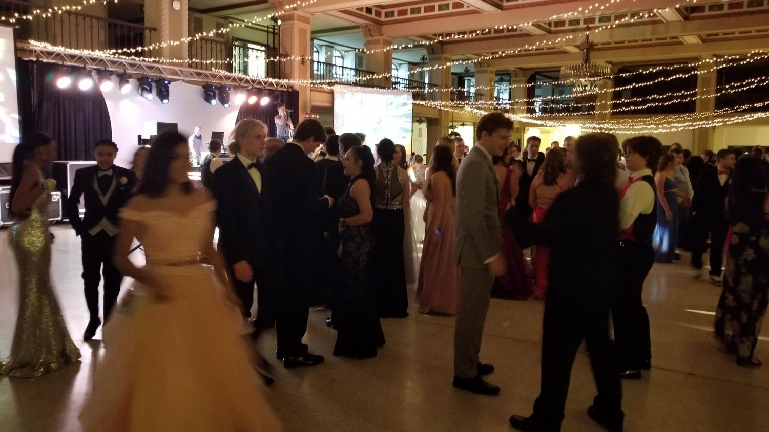 Students+on+the+dance+floor+at+prom+2019