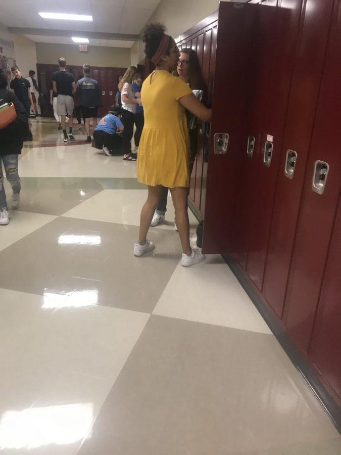 students+using+lockers