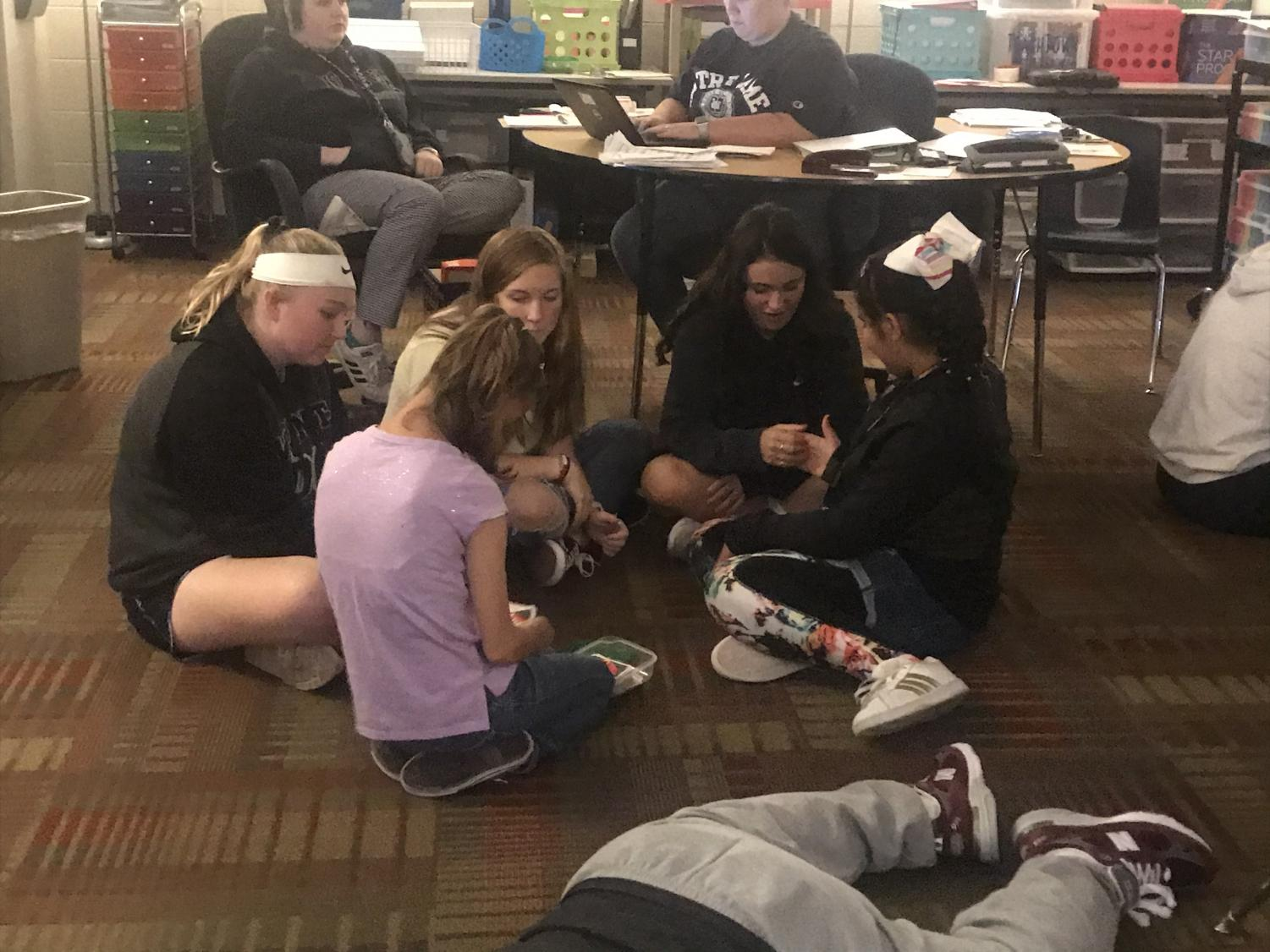 Kammy and Yaribelle playing UNO with MVHS students