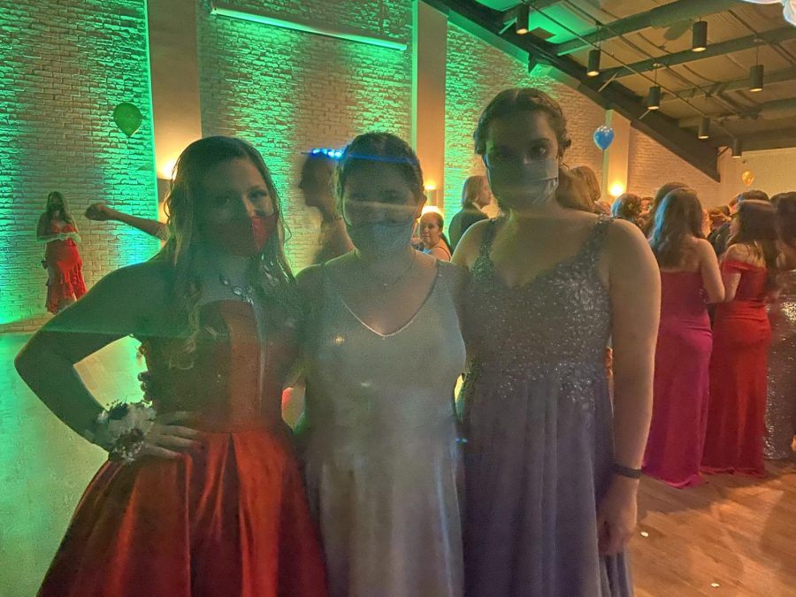 +Ashley+Wyman+%2811%29%2C+Katelynn+Hexamer+%2811%29%2C+and+Anna+Starken+%2811%29+having+fun+at+prom.+%0A